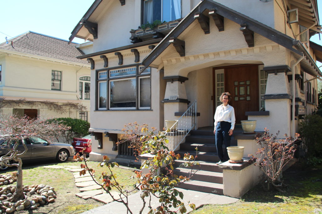 In Oakland, women take the lead as Airbnb hosts – Oakland North